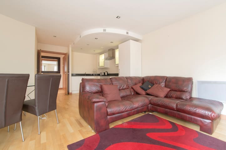 Delightful 2 Bed/2 Bath 6mins walk to Canary Wharf