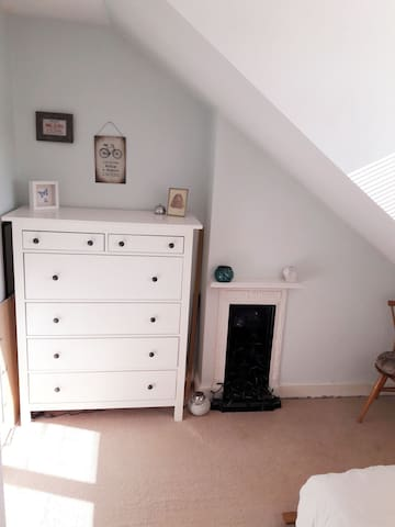 Cosy double room in Newbridge, Bath