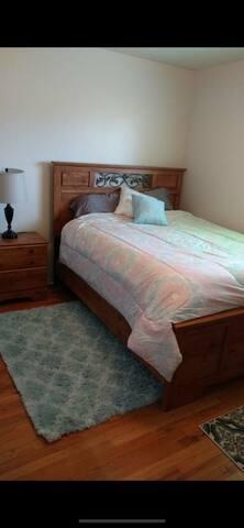 Cozy cental located Queen bedroom