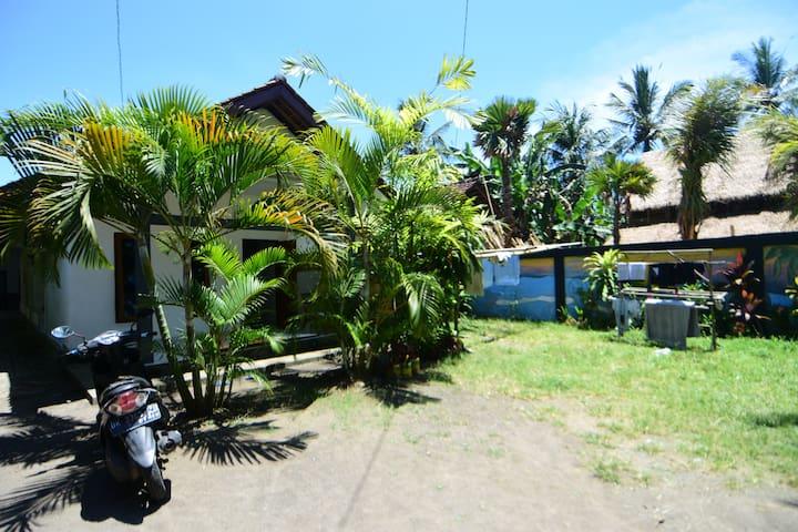 Medewi Beach Family Homestay (single room, fan)