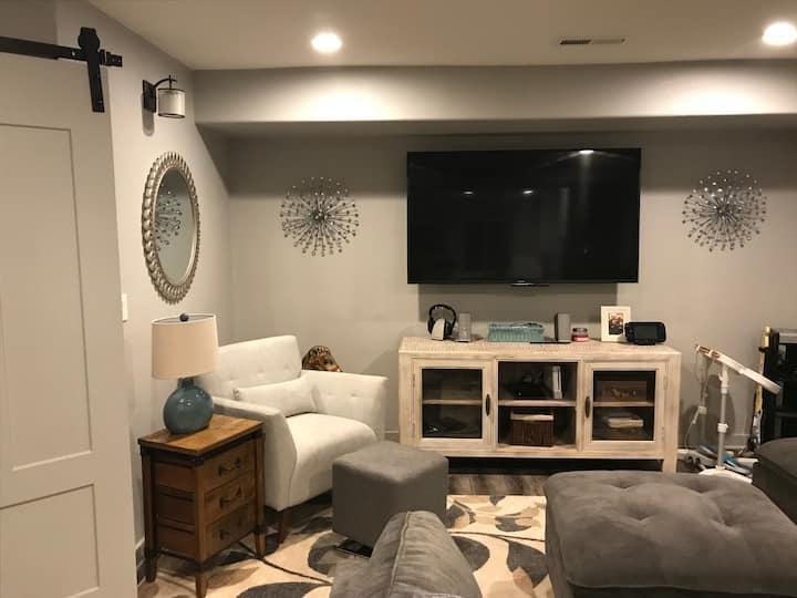 Custom Built  Sleeps Six - Basement Apartment