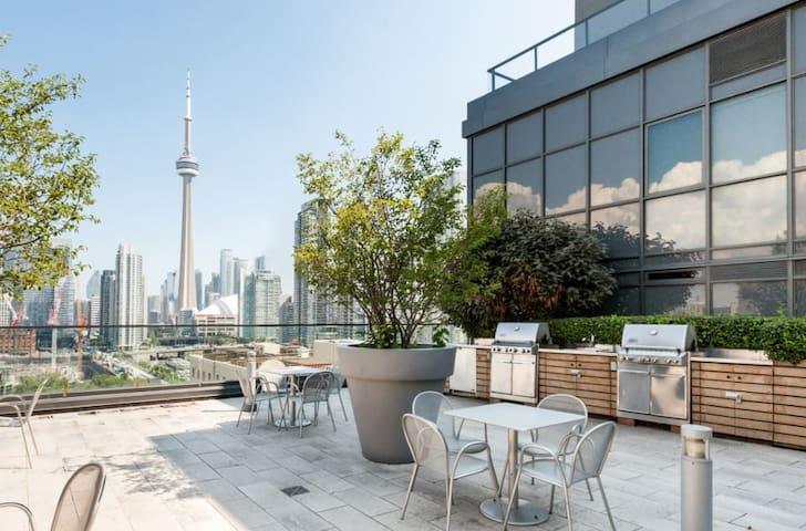 King W Condo FREE PARKING & CNTower Rooftop Views!