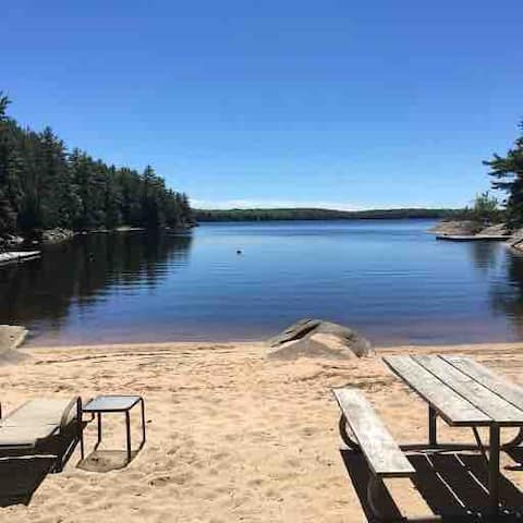 4 Bedroom Cottage/ Private Beach & Dock