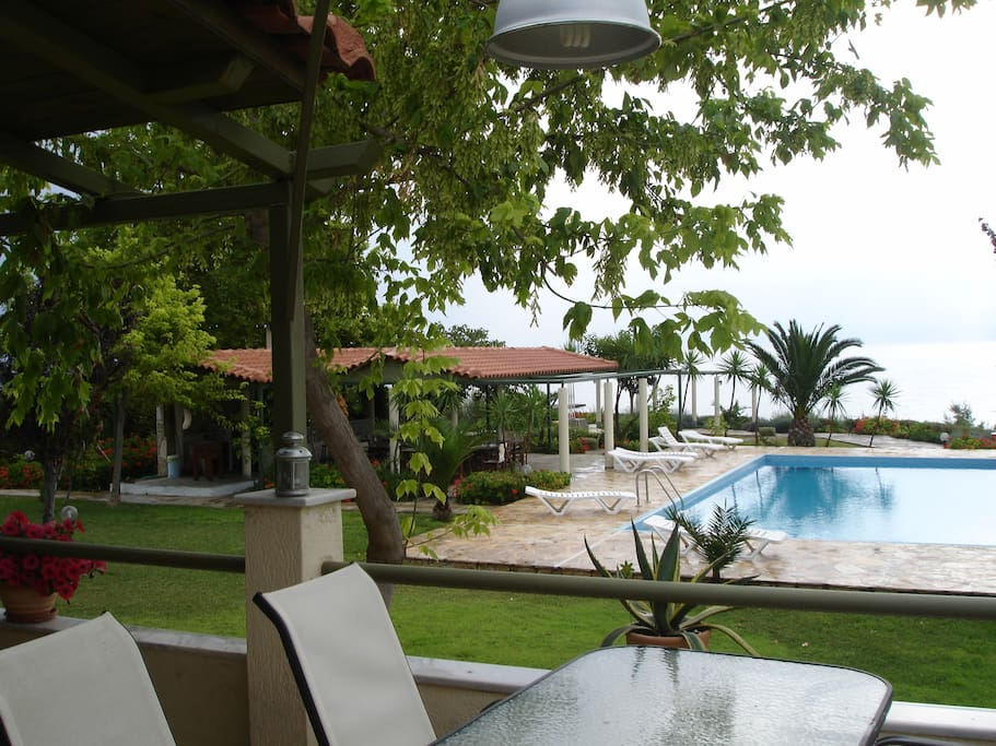 ground floor-view to the pool/sea