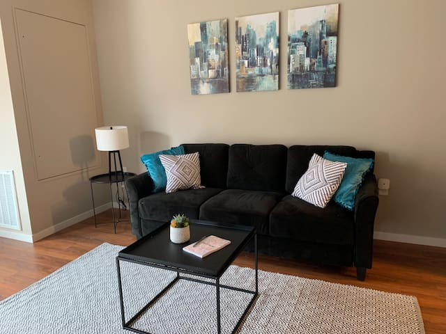 Sophisticated 1BR Apt in Downtown East