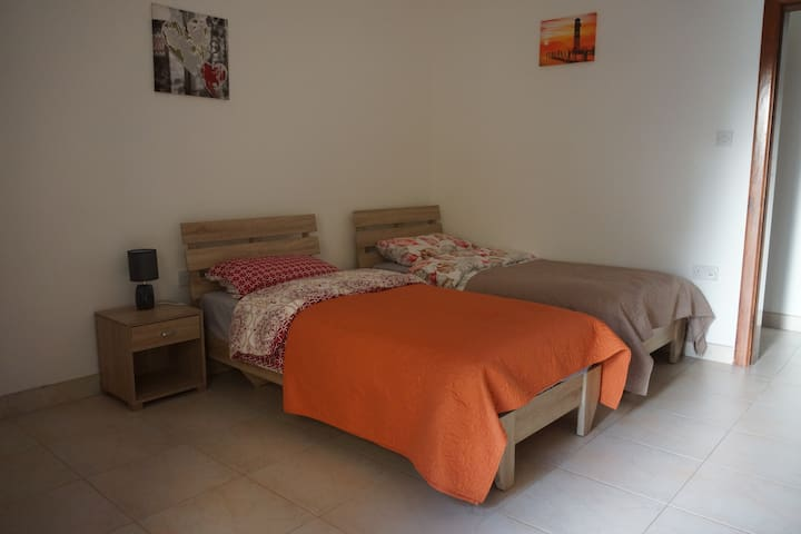 private room in Msida with bathroom / quiet area