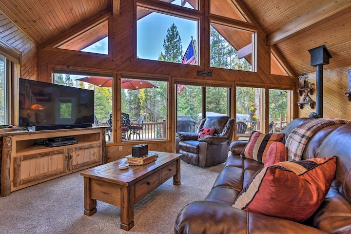 Cozy Grand Lake Home w/Game Room & Fire Pit!