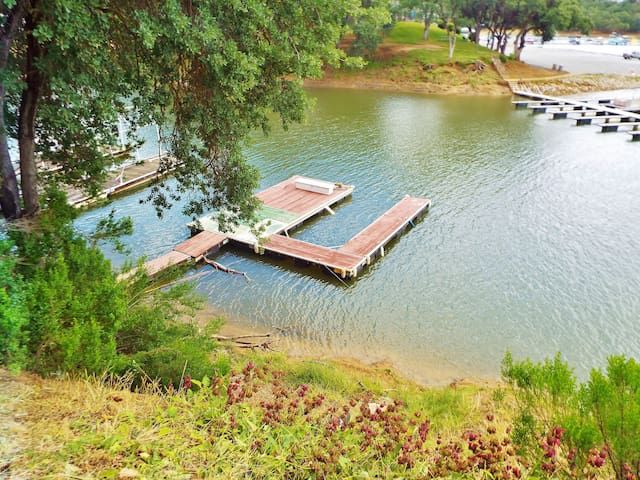 Lakefront, Pet Friendly Home with Dock, & WiFi