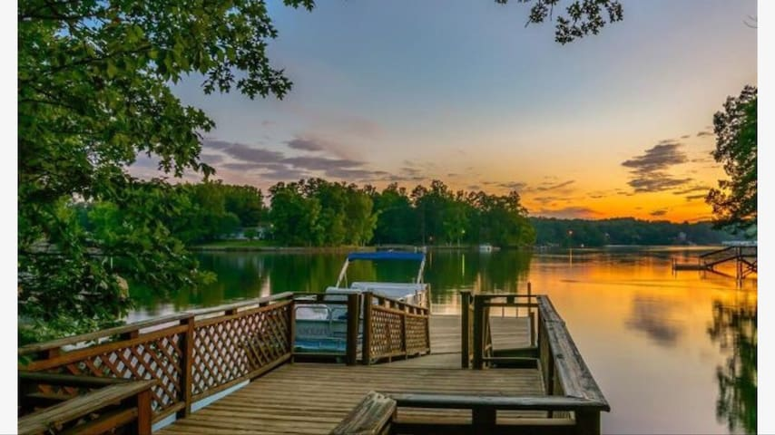 Mountain Harbor Lake House Waterfront with dock NC