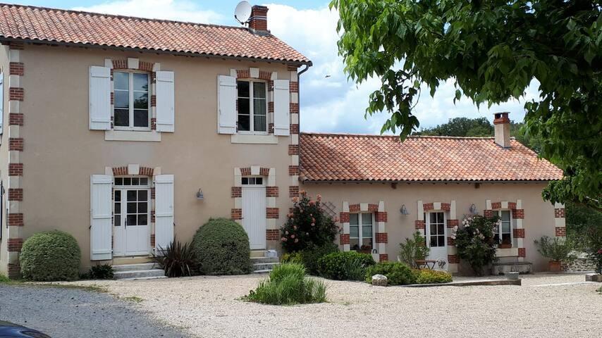 La Pilatiere (commune de Persac) - L'Aubepine.