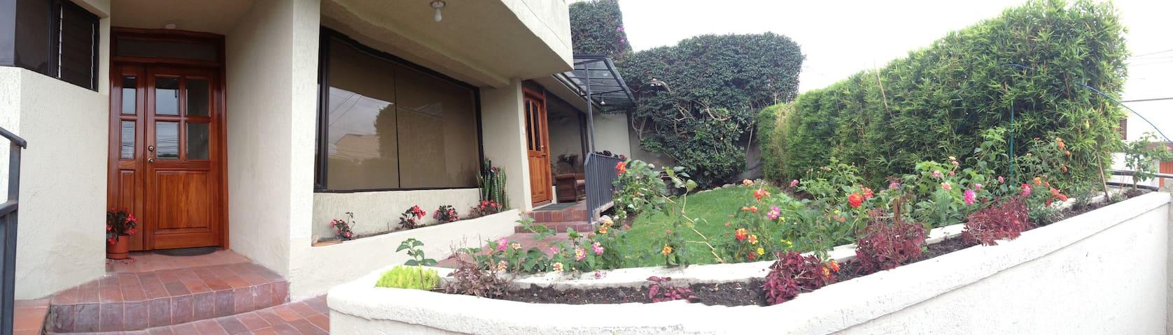 Zona exclusiva a 10 min. de sector comercial Quito - Quito - Condo