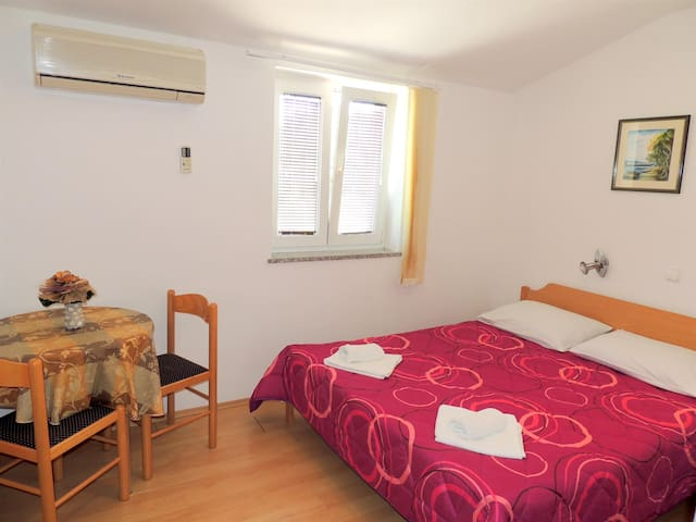 Room Brzac (62013-A5) - Brzac - Daire