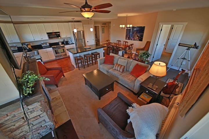 Family-Friendly Condo w/Mtn + Valley Views, Free WiFi, & Shared Pool & Hot Tub