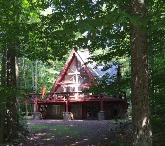Lake Naomi Family Chalet - Pocono Pines - 단독주택