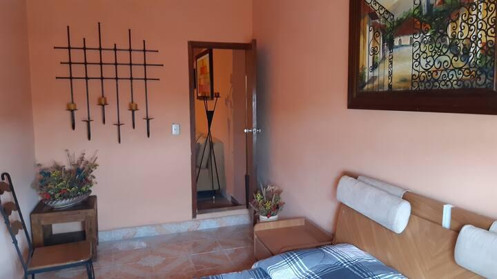 Lindo cuarto en linda casa rústica con rico café