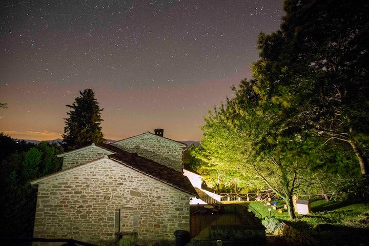 Tuscan villa with pool and lake views sleeps 10