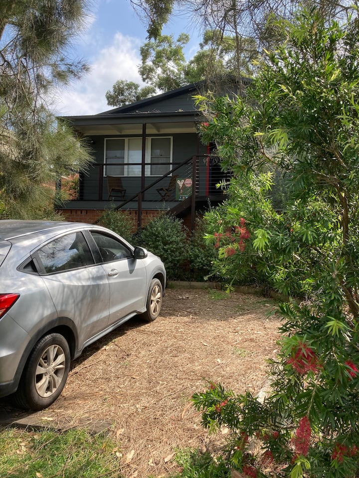 Casuarina Cottage - from bush garden to the beach