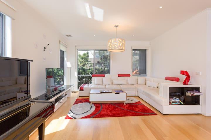 Fantastic Family Home Inner West-4BR+2bath+Netflix
