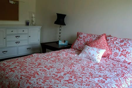 Lovely room within a 25 minute drive to the beach - Panama City - Haus