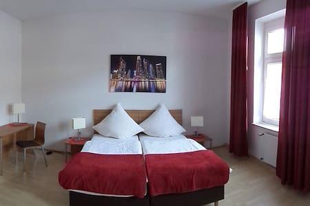 FeWo-Oberhausen 3*** wohnen mit Qualität - Apartment
