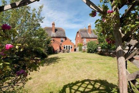 Little Sheephurst Cottages