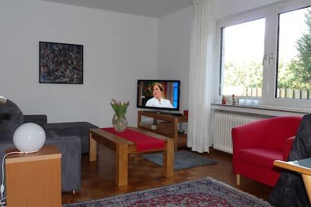 Gepflegte Wohnung, Lemgo/Bad Salzuflen jew. 10 Min - Lemgo - Departamento