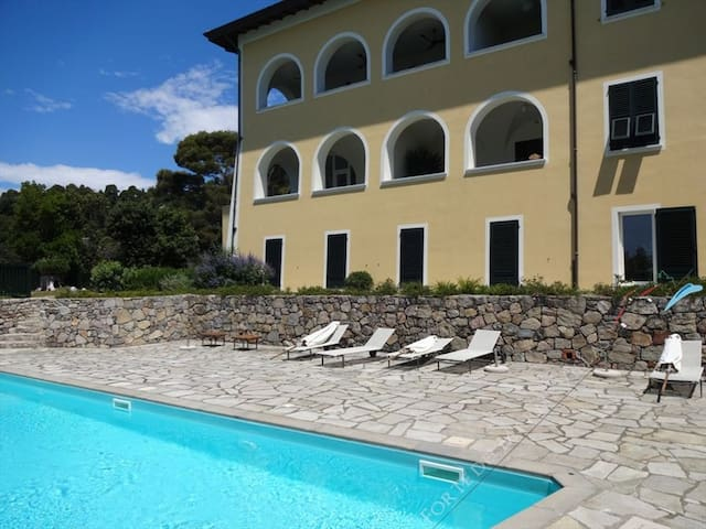 PERCY-Apartment with private access to the sea
