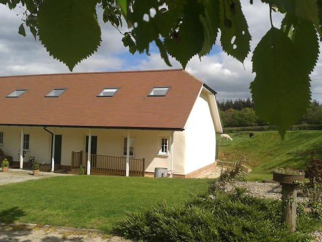 Straw Cottage sleeps 6  Elmfield Farm, Canterbury