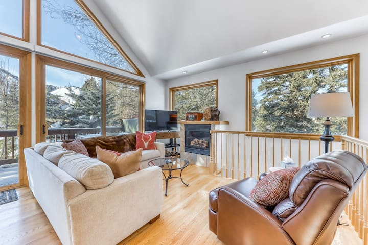 Lovely dog-friendly home w/private hot tub, gas grill, & great mountain views!