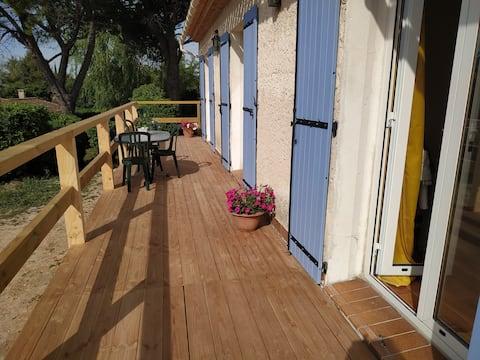 En Provence, à Rognac, 3 chambres dans une villa.