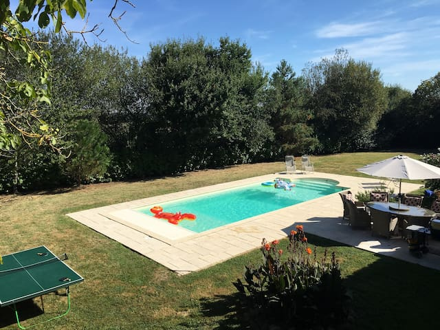 4 bed 4 bath farmhouse with pool - Estampes