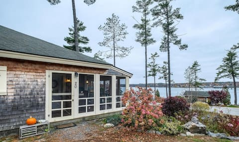 Charming Cottage With Spectacular Water View