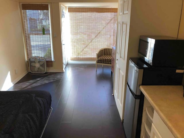 Nice and Private Studio in the Heart of Westwood