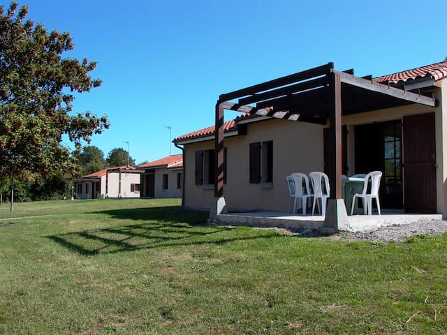 Villa 6 personnes  avec base de Loisirs - Moncontour - วิลล่า