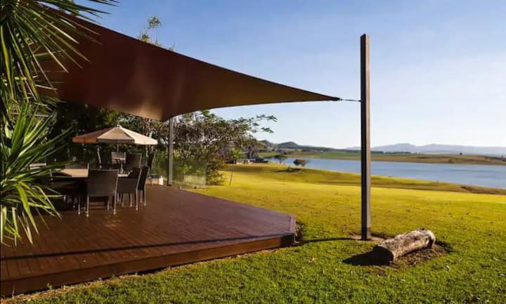 Tuscany on Tinaroo - Lakeside Luxury
