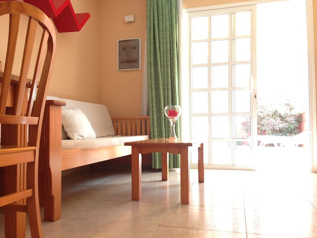 Bungalow close to beach, perfect location! wifi,tv