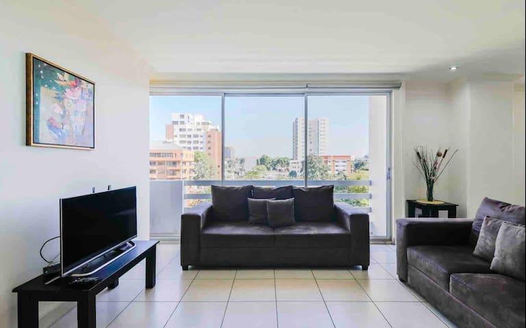 Habitación privada en bello apartamento en zona 10