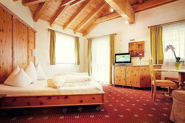 Superior Zimmer 3 incl. Frühst. u. Saunalandschaft - Landeck - เซอร์วิสอพาร์ทเมนท์