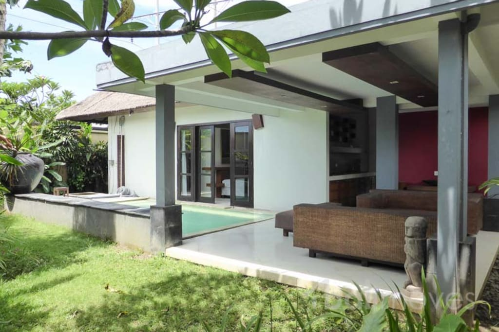 Large Open Concept Villa with Pool - Villas for Rent in