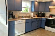 Full kitchen, newly remodeled.