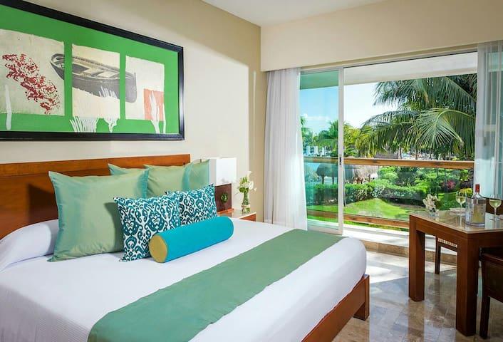 Amazing Mayan Palace Master Bedroom - Cancun - Hus