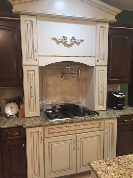 Shared Kitchen gas cooktop