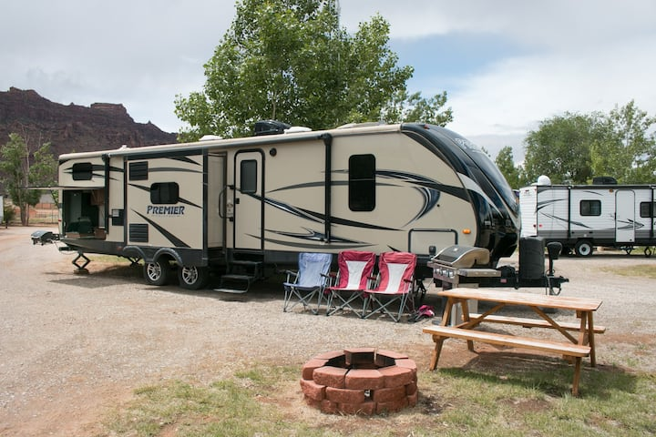 Outdoor Oasis: Glamping RV OK35