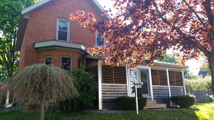 The Shortall House - Gananoque - Ev