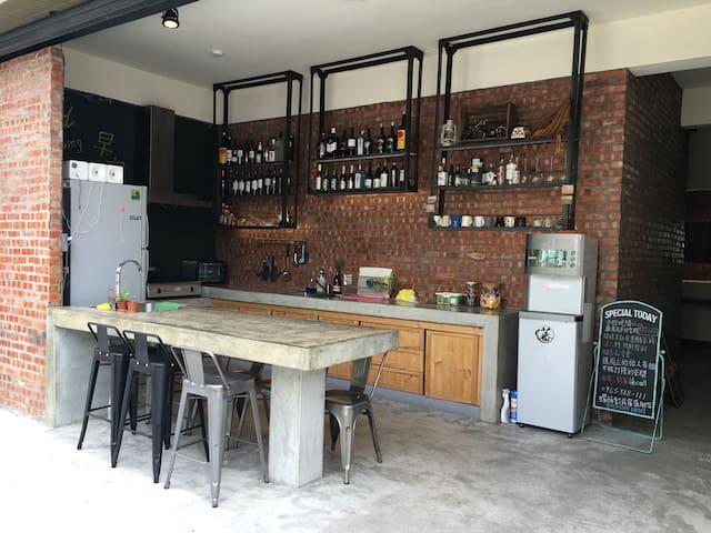 螺絲釘民宿 Taitung Open Surf Shop & Hostel青年4人雅房