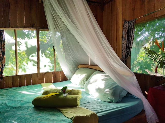 Couple room in treehouse - Yasur Backpackers