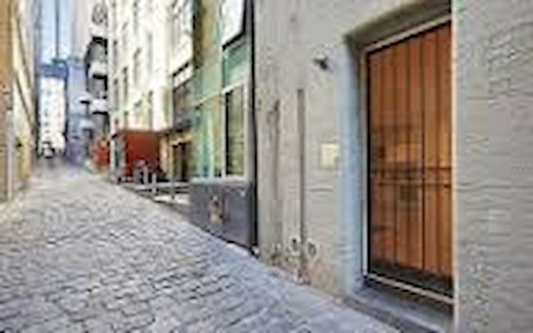 Chic Laneway loft in unbeatable CBD location!