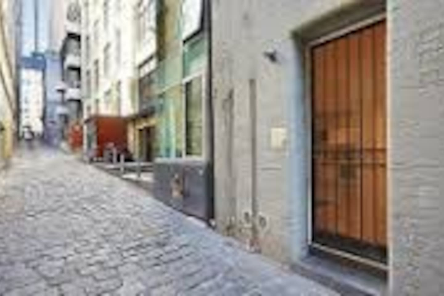 Own private entrance directly from Oliver Lane