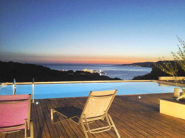 Sea view with an infinity pool - Viggianello - Villa