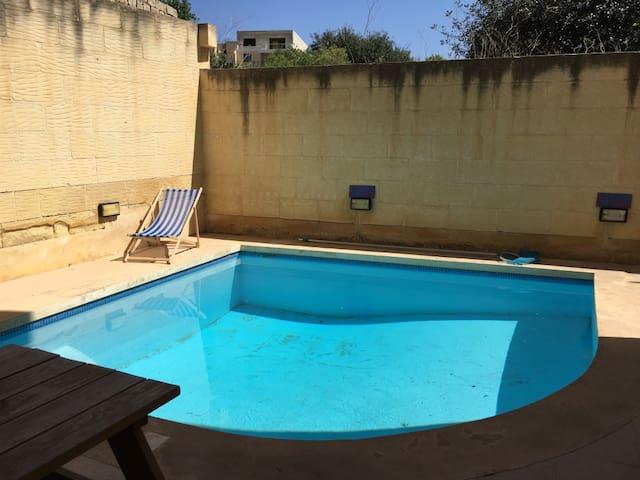 Converted House of Character with Pool, Gozo - Ix-Xagħra - Huis
